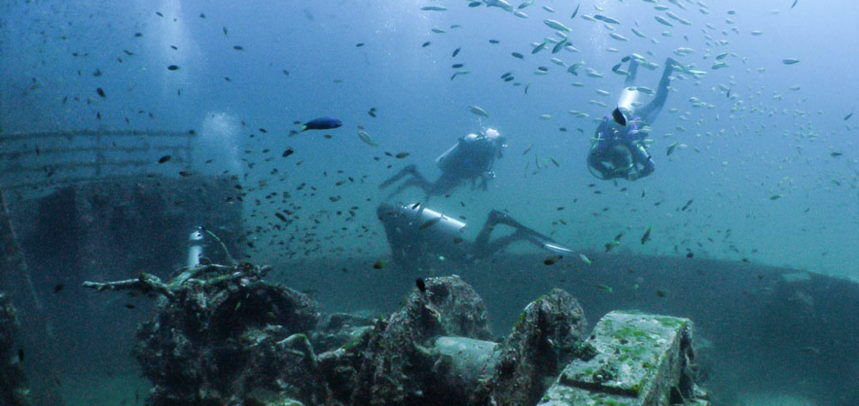 Phuket Wreck diving - fun divers